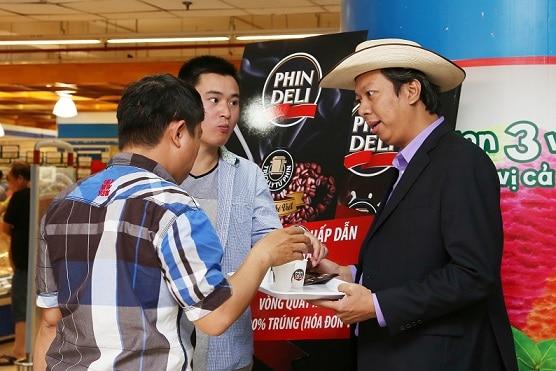 Bất ngờ dùng cà phê sáng với thị trưởng Mỹ tại siêu thị